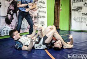 Bo BJJ w MMA nie działa - trójkąt Adriana Kozicza