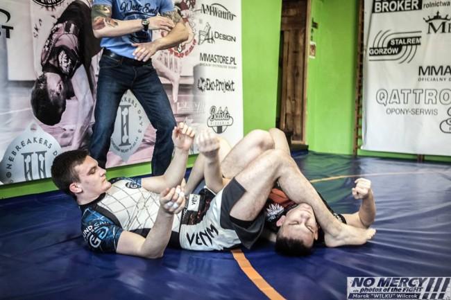 Bo BJJ w MMA nie działa – trójkąt Adriana Kozicza