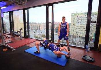 Funkcjonalność na kettlach: Podstawowe ćwiczenia + przykładowy workout