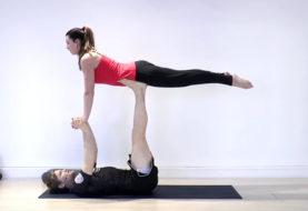 Lekcja jogi w parach od Sebastiana Brosche (wideo)
