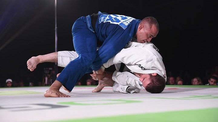 Yuri Simoes wygrywa z Travisem na Fight To Win Pro