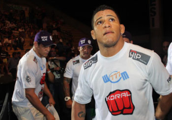 Durinho nokautuje przeciwnika na UFC Pittsburgh