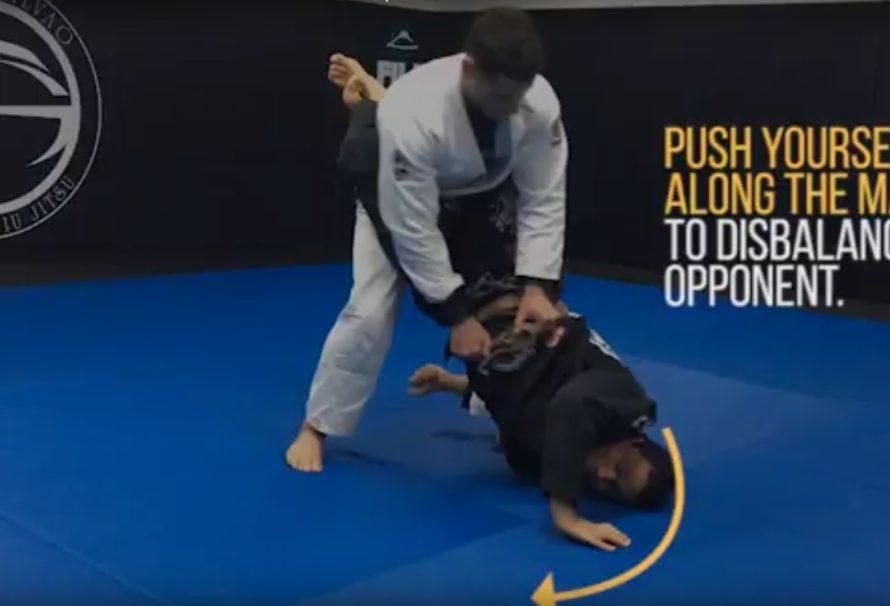 Dominique Bell pokazuje wariant muscle sweep'a z zamkniętej gardy [Video]