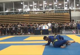 Lachlan Giles vs. Diego Colino - analiza przetoczeń z półgardy w finale IBJJF Pan Pacific [Video]