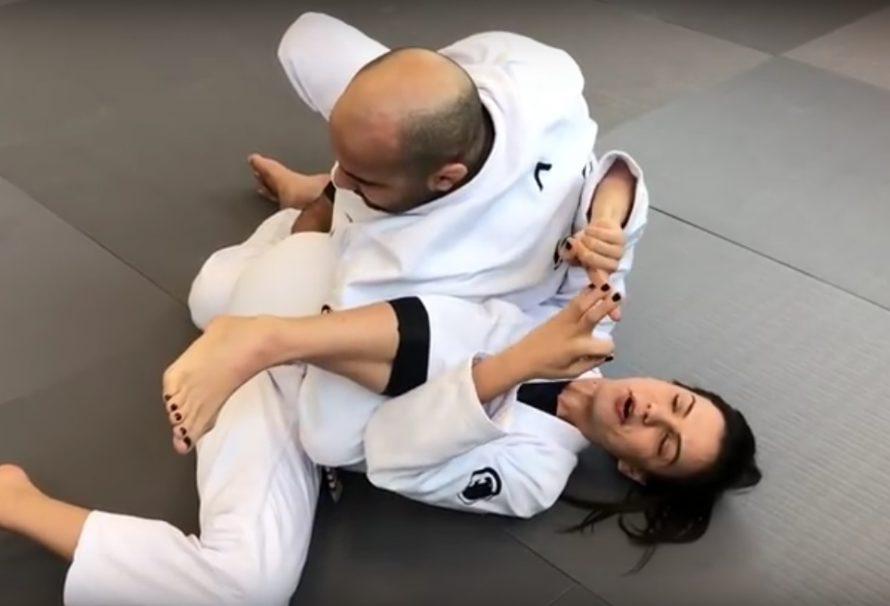Kyra Gracie pokazuje jak wykończyć omoplatę [Video]