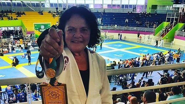 67-latka nominowana na czarny pas po wygranej na Brasilieros [Video]