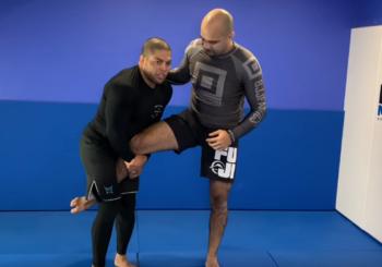 Obalać za jedną nogę, jak Andre Galvao [wideo]