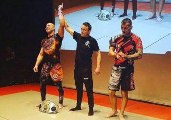 Mariusz Domasat poddaje przeciwnika i zdobywa pas Grapple Kings