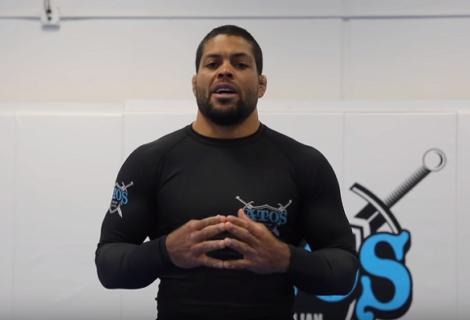 Solowy trening obwodowy od Andre Galvao [wideo]
