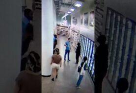 Menedżer sklepu, a zarazem czarny pas BJJ obezwładnia agresywnego klienta [wideo]