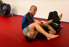 Jak przyatakować nogę gdy przeciwnik broni balachę na łokieć ? [Video]